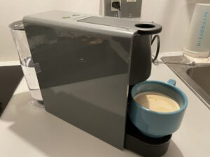 【Nespressoエッセンサミニレビュー】コンパクトなカプセル式コーヒーメーカーの評判口コミを紹介!