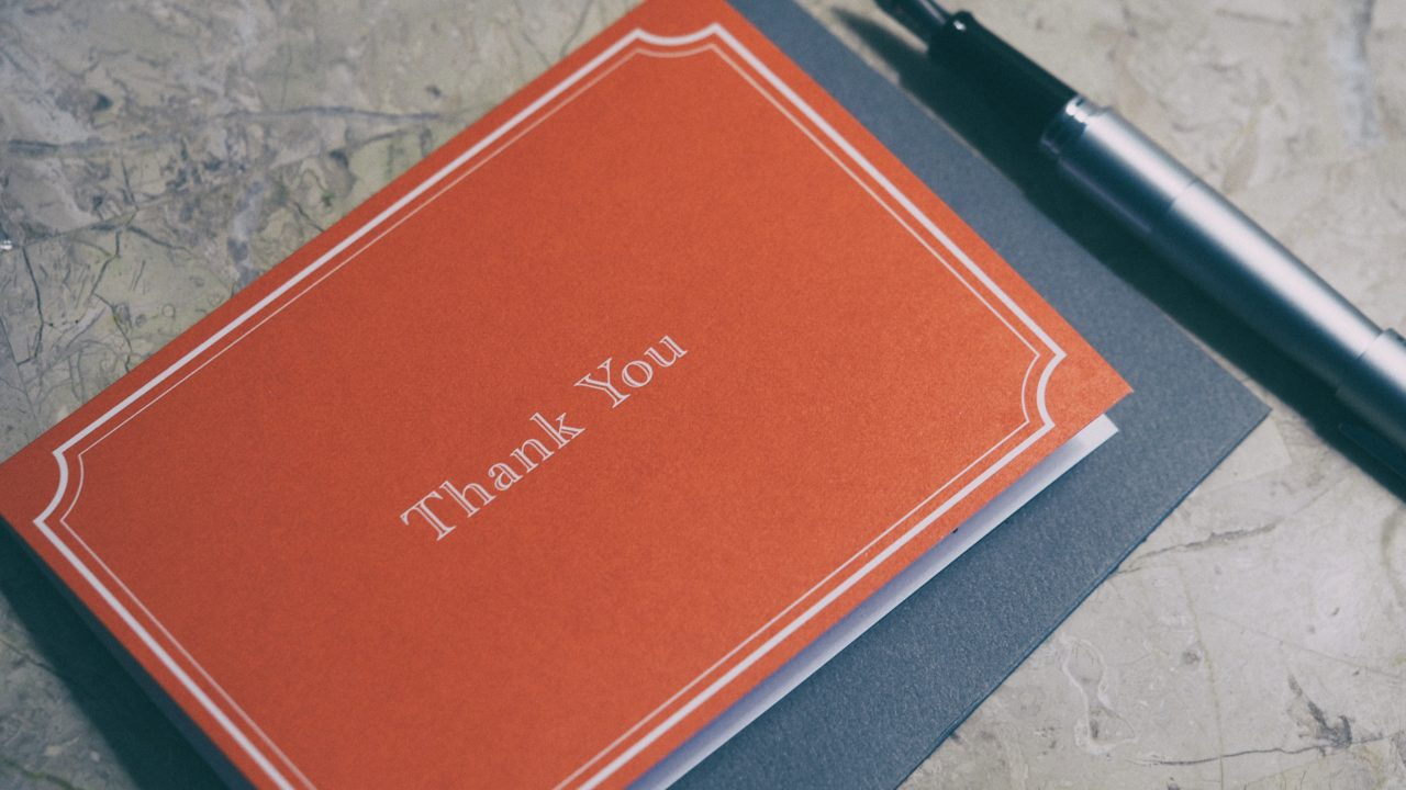 赤いノートにありがとうの文字