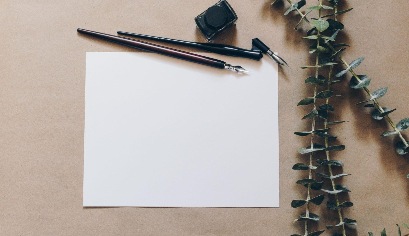 手紙用のペンとレターパッド