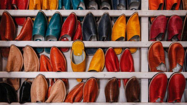 たくさんの革の靴