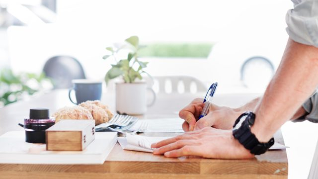 物を書く手