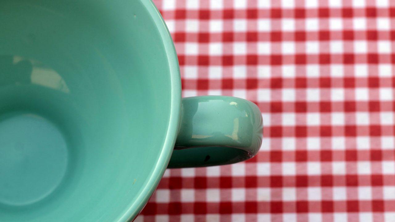 コーヒーカップとギンガム